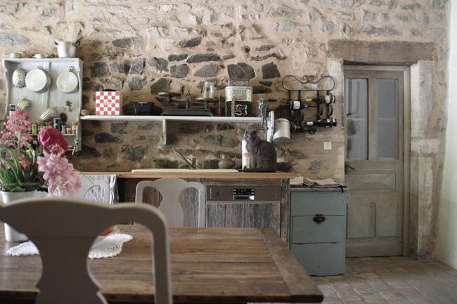 la cuisine réalisée avec des vieilles planches de la grange, les